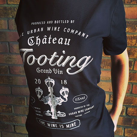 Women's Short-sleeved Chateau Tooting T-shirt (Black)